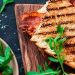 La sandwichesa, una hamburguesa en sándwich vegana